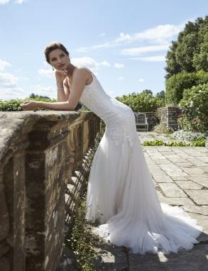 Kanten aansluitende bruidsjurk